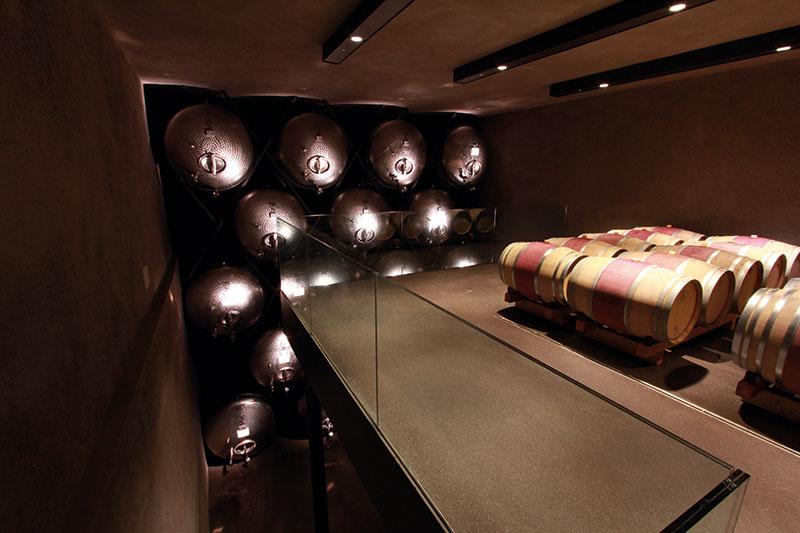 In dem modernen Keller reifen 30 Prozent Rot- und 70 Prozent Weißweine.